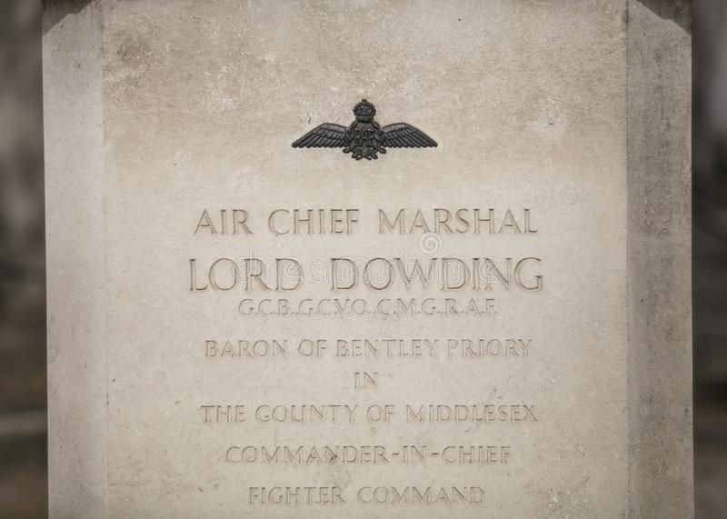Londyn, UK, 17th 2019 Lipiec, statua statua Lotniczy szef Marshall władyki Dowding na zewnątrz Łagodnego St duńczyków RAF kościół fotografia royalty free