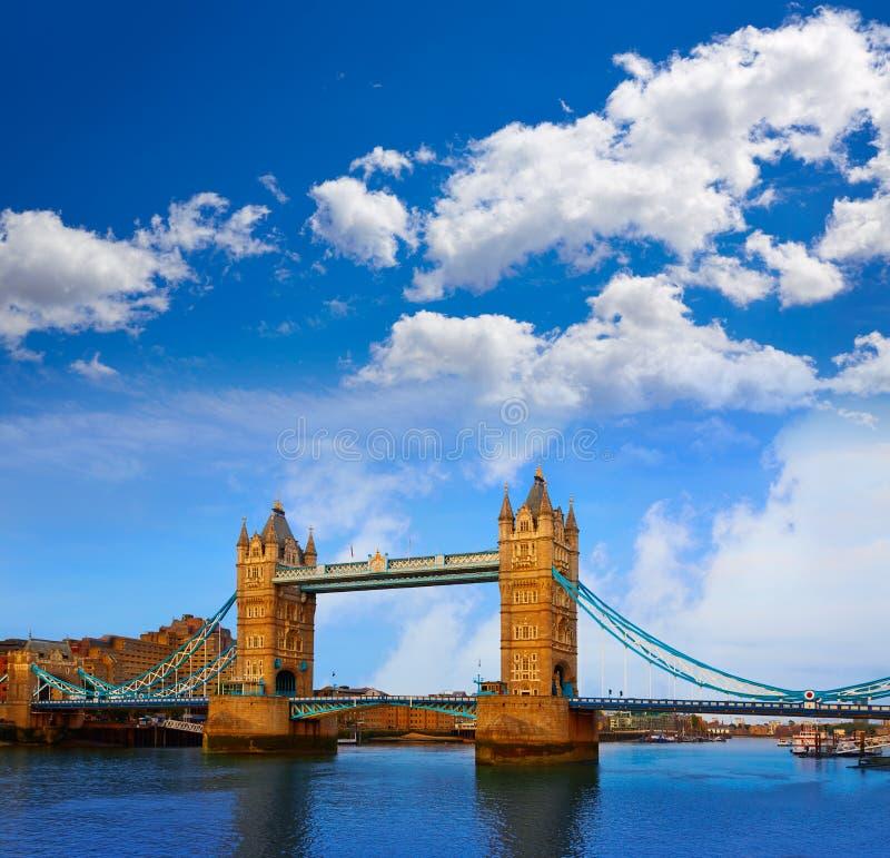 Londyn wierza most nad Thames rzeką zdjęcie stock