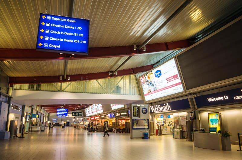 LONDYN ZJEDNOCZONE KRÓLESTWO, Kwiecień, - 12, 2015: Pusty Luton lotnisko w Londyn, UK zdjęcie royalty free