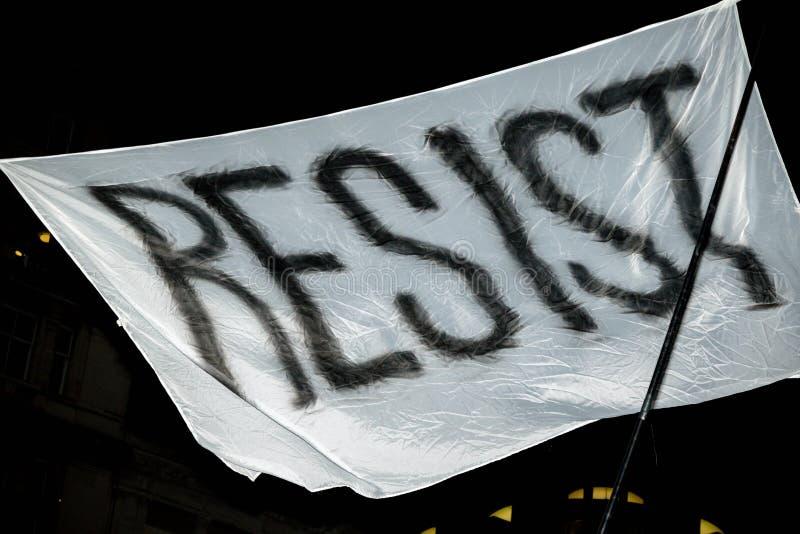 Londyn Zlany Kingdon, Luty, - 20th, 2017: Protestujący zbierają w parlamentu kwadracie protestować zaproszenie Stany Zjednoczone  fotografia stock