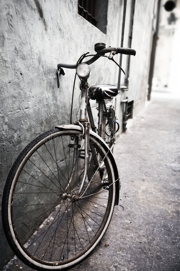 Download Lonely bicycle stock image. Image of transportation, unhygienic - 6747519