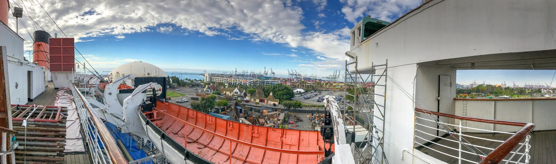 LONG BEACH, CA - 1 DE AGOSTO DE 2017: Nave de Queen Mary de la visita de los turistas foto de archivo