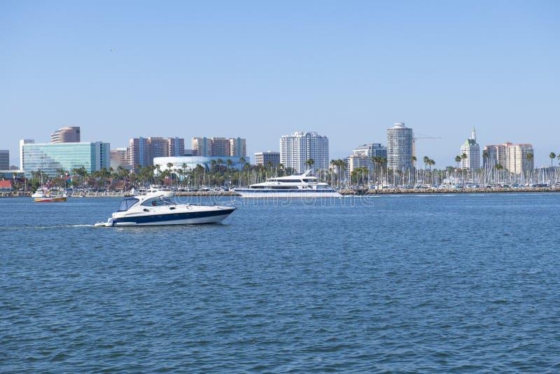 Long Beach city e skyline di porto, California immagini stock libere da diritti