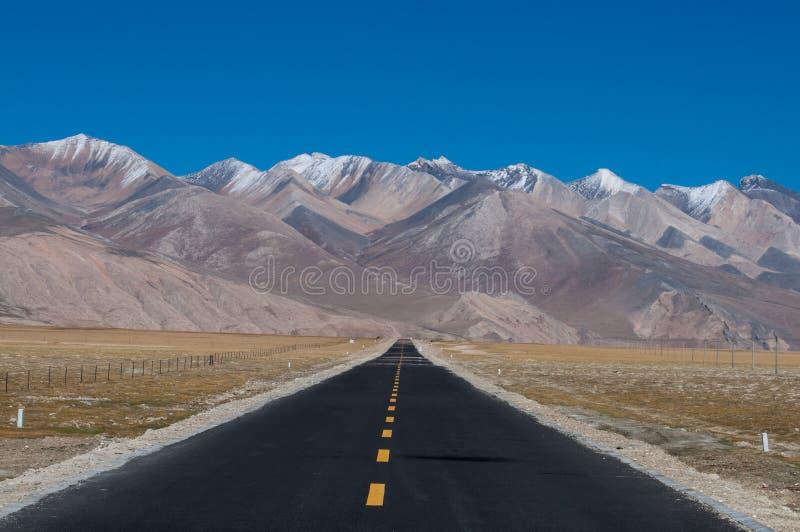 Long chemin en avant photographie stock