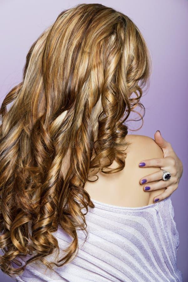 Long cheveu blond bouclé image libre de droits