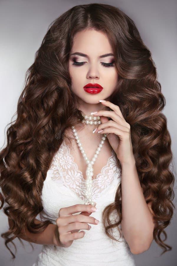 Long cheveu sain Portrait de beauté d'une belle fille W de mode photo stock