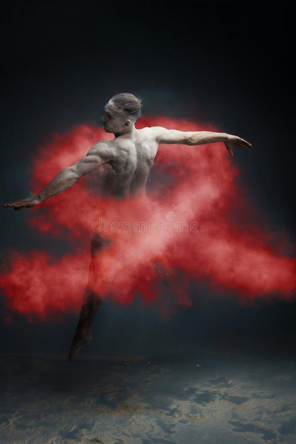 Long danseur d'homme de muscle de cheveux dans le concept de la maladie de la poussière HIV/SIDA photo stock