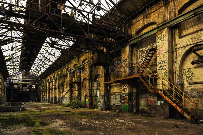 Long et vide hall d'industrie photographie stock