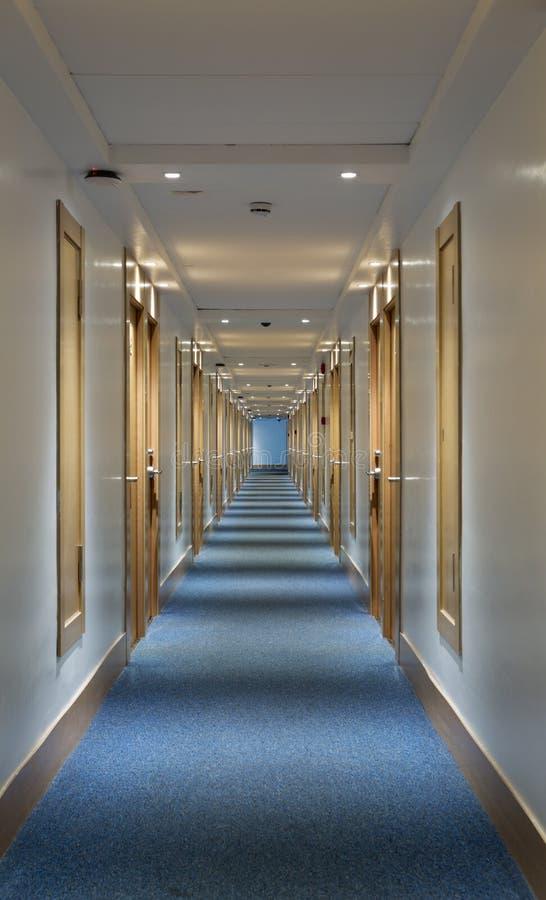 Long hôtel de couloir photo libre de droits
