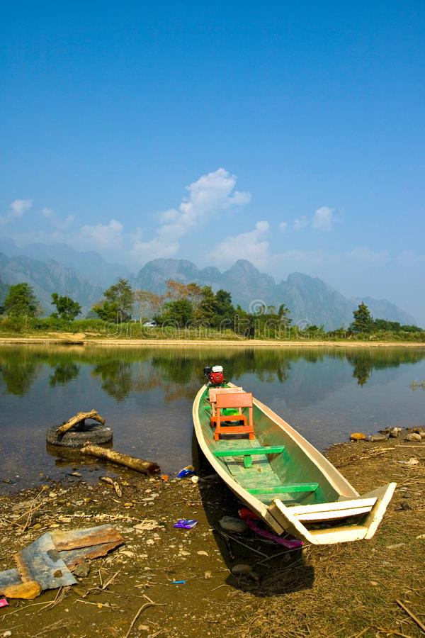 Download A Long-tailed Boat In Song River Stock Image - Image: 19766165