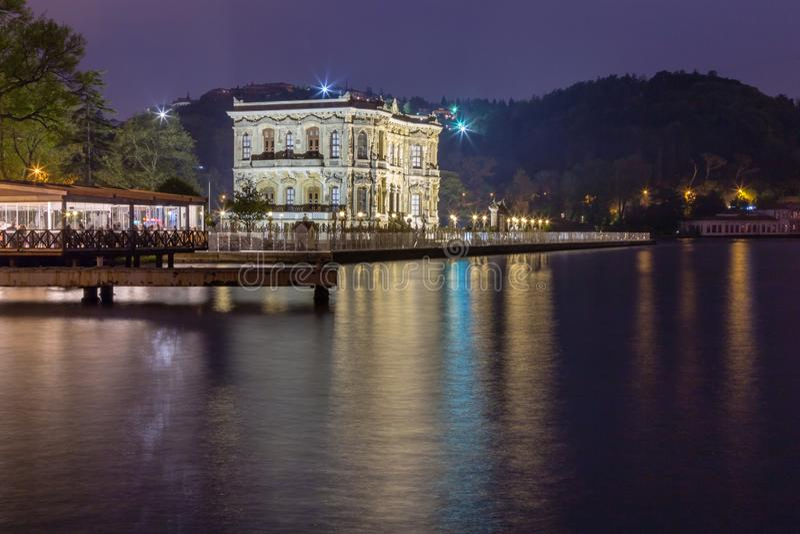 Long tir d'exposition de palais de Kucuksu ou de pavillon de Goksu image libre de droits