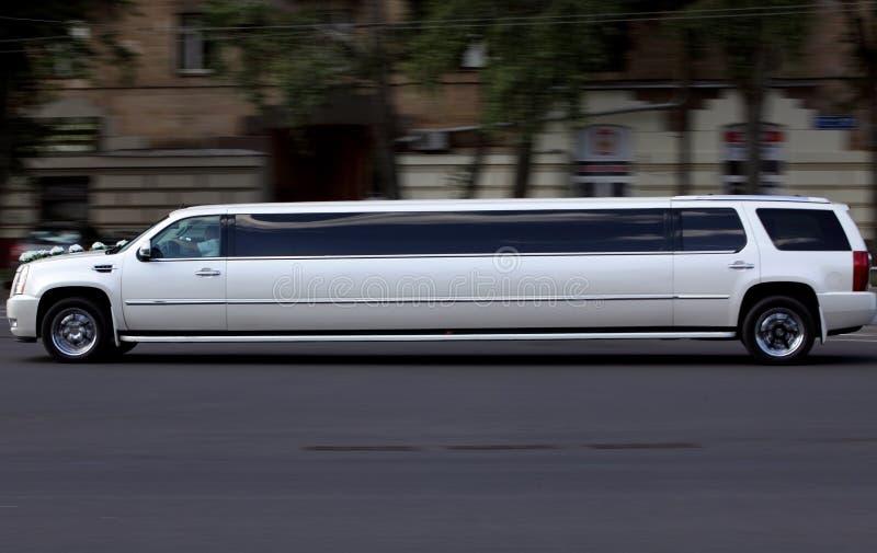 Long véhicule de luxe blanc Wedding image stock