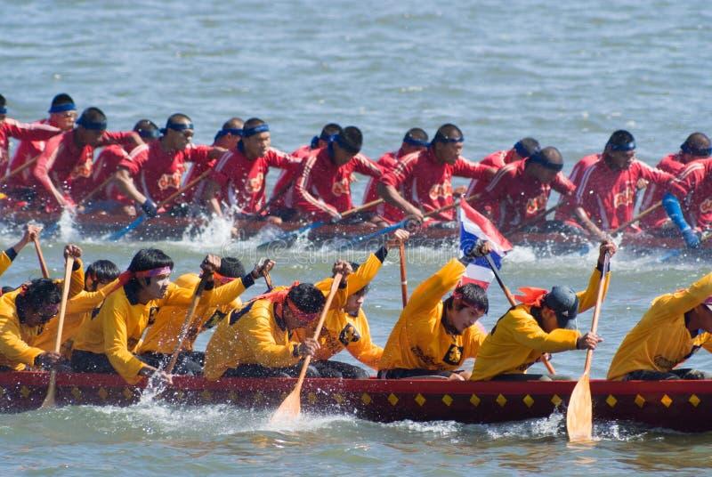 longboat pattaya участвуя в гонке Таиланд стоковая фотография