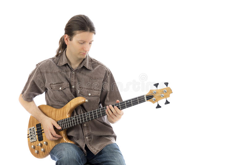 Longhaired бас-гитарист стоковые фотографии rf