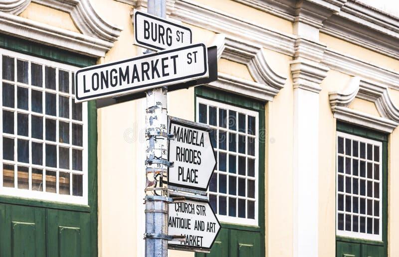 Longmarket Street urban sign vid korsväg med Burg St i Kapstaden - världsberömd stad i Sydafrika royaltyfri foto