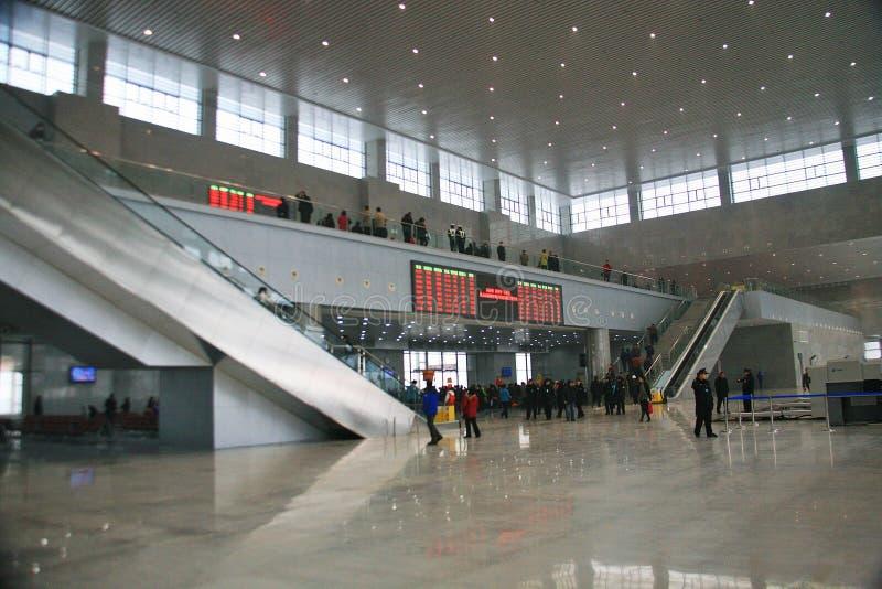 Longmen hög järnvägsstation, Luoyang arkivfoton