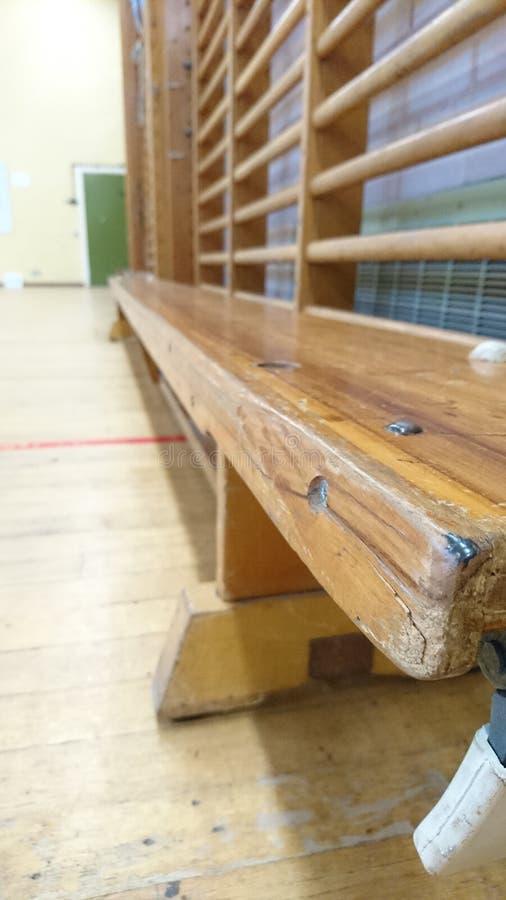 longs banc en bois et barres de gymnase photo stock image du vieux r tro 85139458. Black Bedroom Furniture Sets. Home Design Ideas