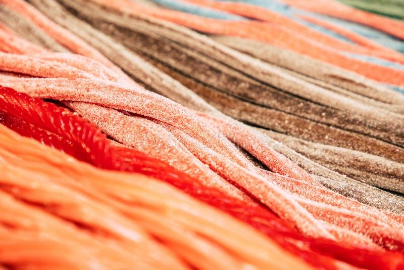 Longs bonbons et gommes colorés image libre de droits