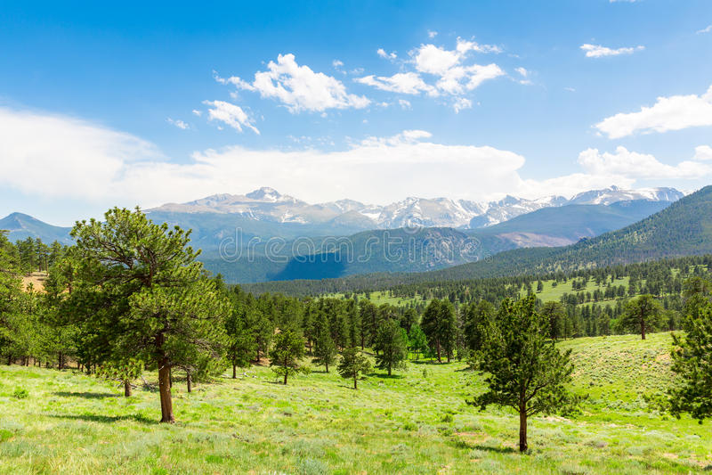 Longs a paisagem máxima em Rocky Mountain Park fotos de stock