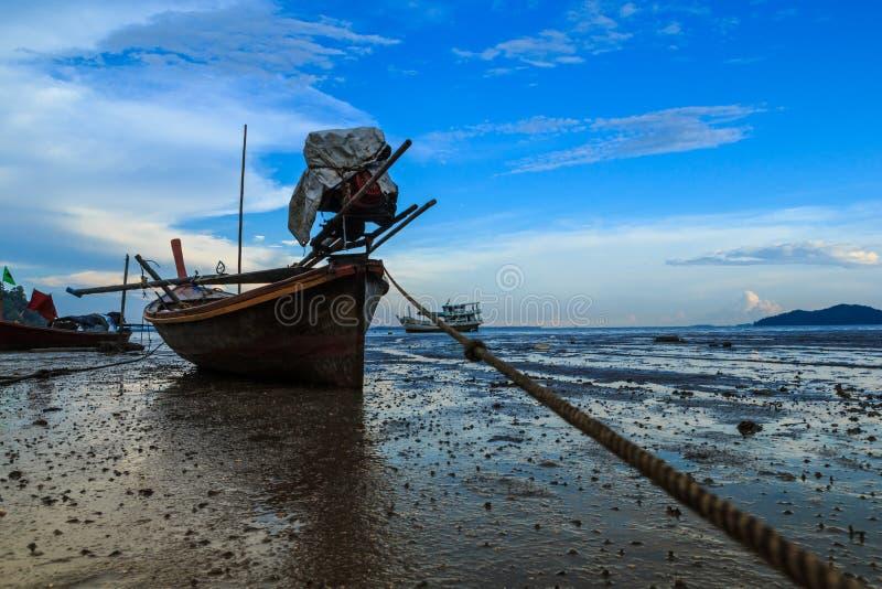 Longtail łódź parkująca zdjęcie royalty free