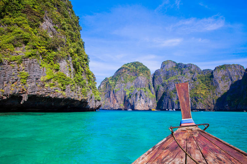 Longtail łódź w morzu obrazy stock