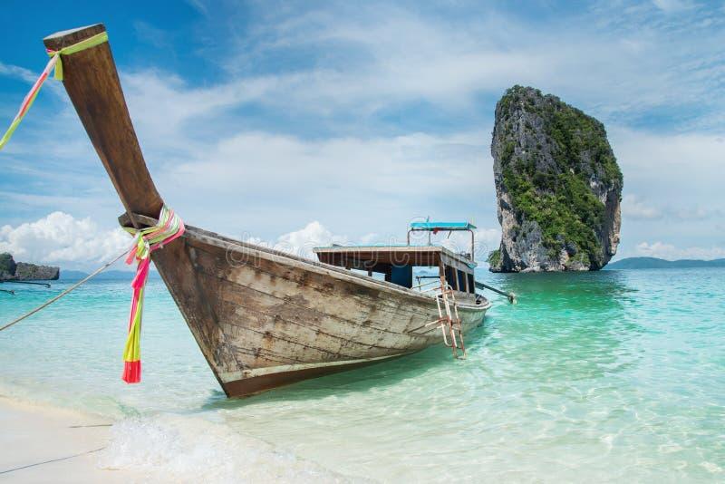 Longtail Boot auf dem Strand stockbild
