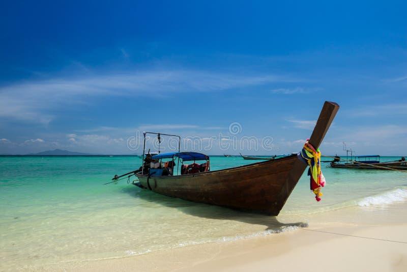 Longtailboot in Phuket stock afbeeldingen