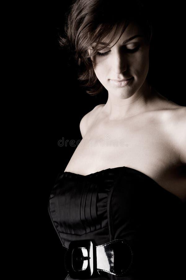 Longue dame dans la robe noire photographie stock libre de droits