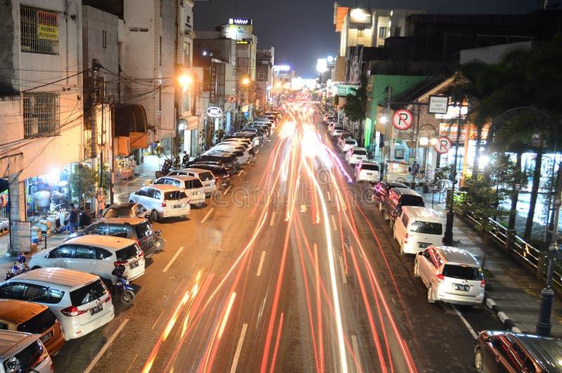 Longue exposition à Bandung la nuit photos stock