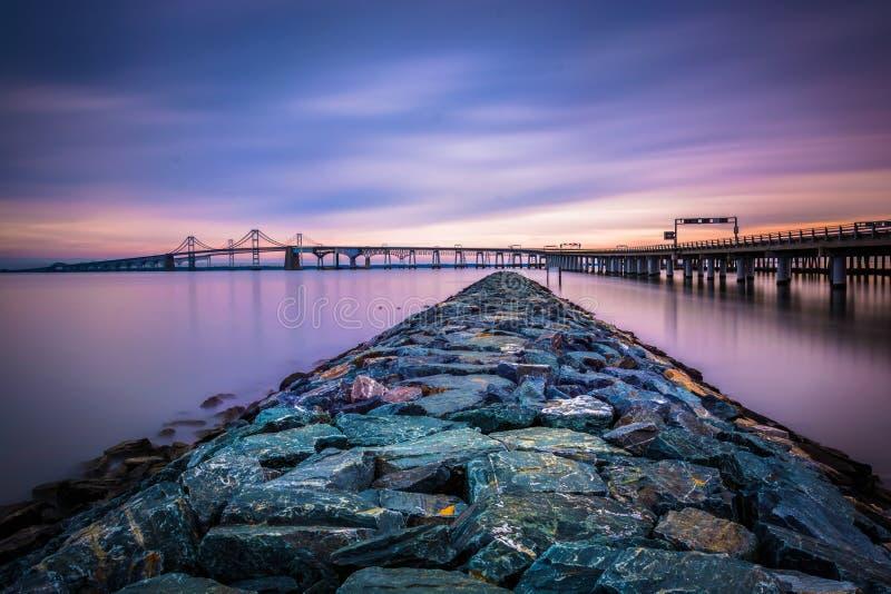 Longue exposition d'une jetée et du pont de baie de chesapeake, de San photographie stock libre de droits