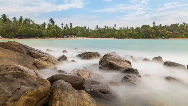 Longue exposition d'une plage sri-lankaise images libres de droits