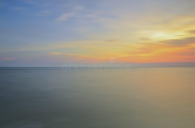 Longue exposition de coucher du soleil doux pour le fond photos stock
