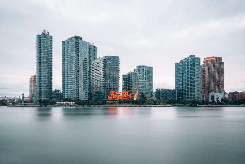 Longue exposition de l'horizon de la ville du Long Island, dans le Queens, New York City photo stock