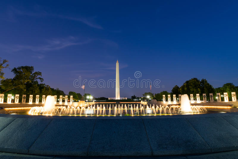 Longue exposition de Washington Monument Through la guerre mondiale T photo stock