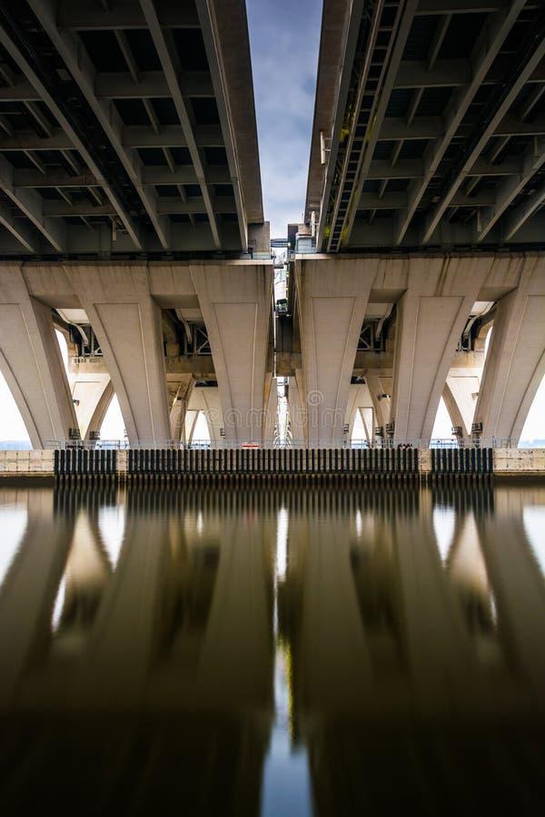 Longue exposition sous Woodrow Wilson Bridge, à l'Alexandrie, Vi photo libre de droits