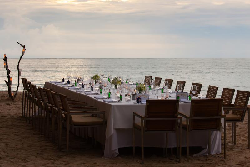 Longue installation de dîner de mariage de table image stock