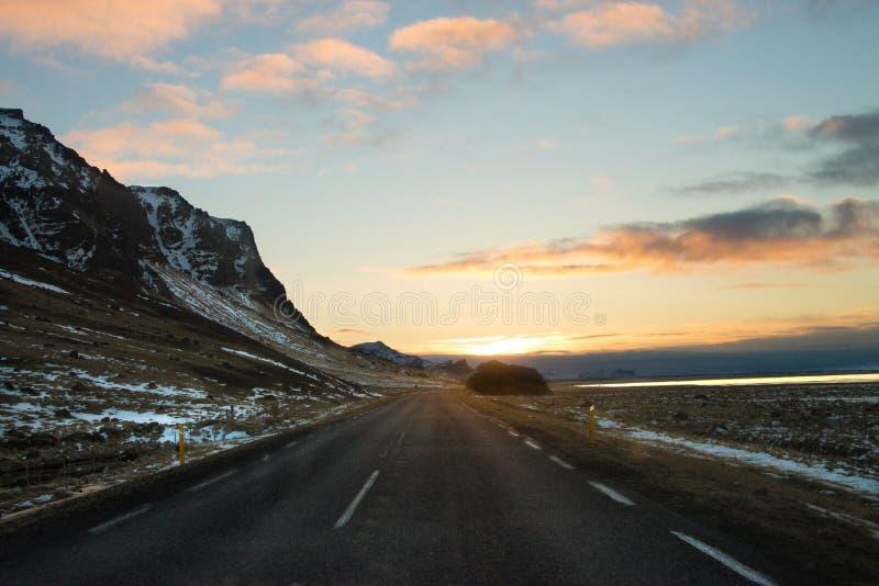 Longue montagne de rue en Islande photographie stock libre de droits