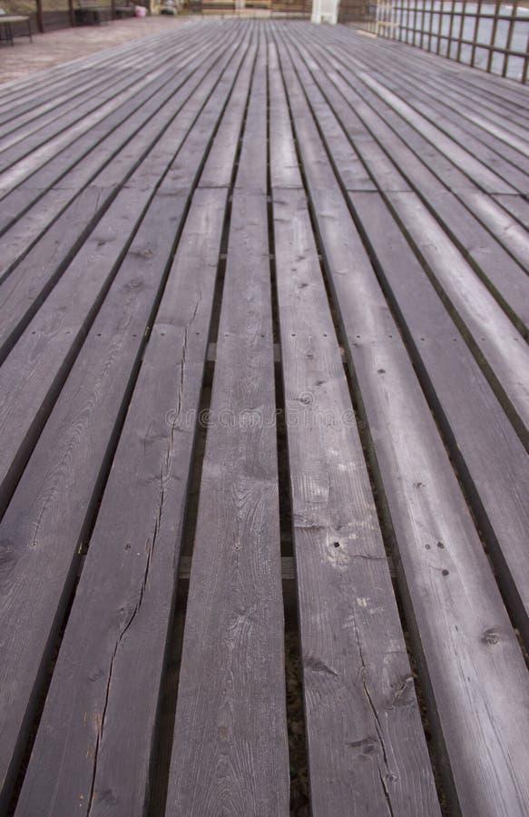 Longue plate-forme en bois photo libre de droits