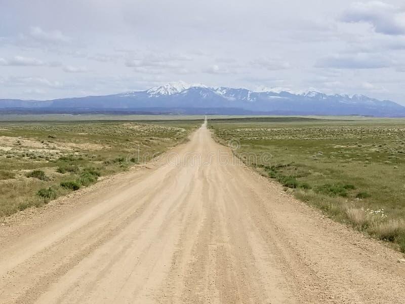 Longue route ? nulle part photo stock