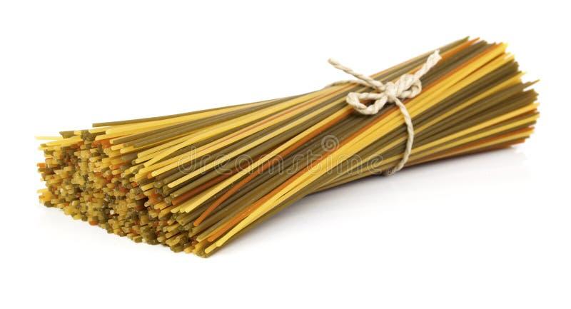 Longues pâtes colorées photo stock