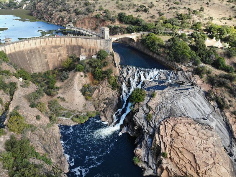 Longueur aérienne de cascade de Hartebeespoortdam photographie stock libre de droits