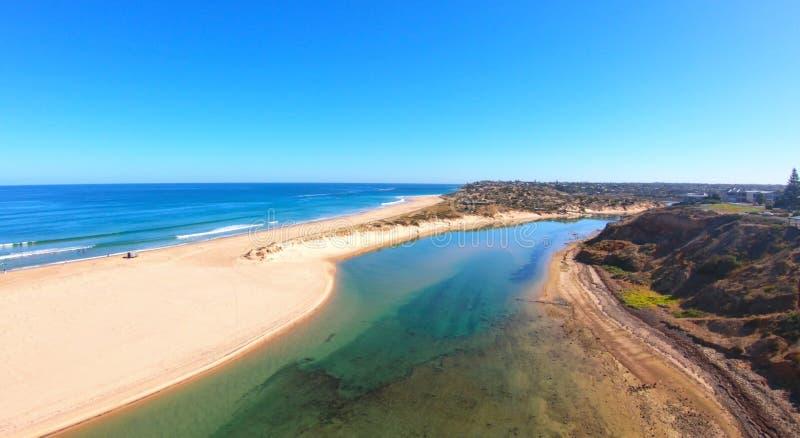 Longueur aérienne de l'estuaire du sud de rivière de Southport Onkaparinga d'Australien image libre de droits