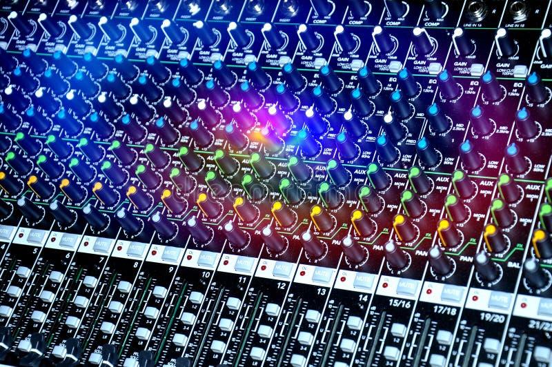 Longueur de mélangeur sain audio de contrôle photos stock