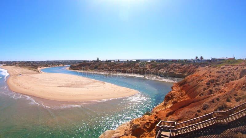 Longueur a?rienne de l'estuaire du sud de rivi?re de Southport Onkaparinga d'Australien images libres de droits