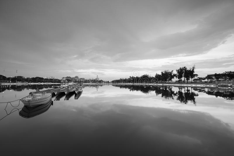 Download Longzhouchi Pool Twilight Black And White Image, Jimei Town,  Xiamen City, China