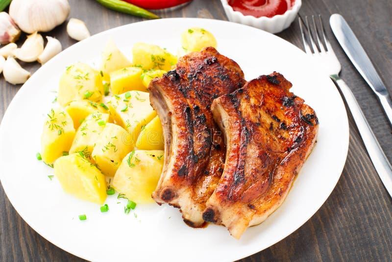 Lonza di maiale fritta con la patata immagine stock