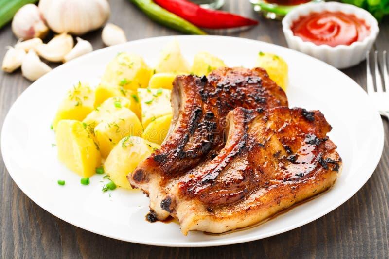 Lonza di maiale fritta con la patata fotografia stock
