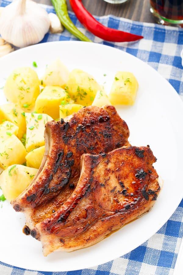Lonza di maiale fritta con la patata fotografie stock libere da diritti