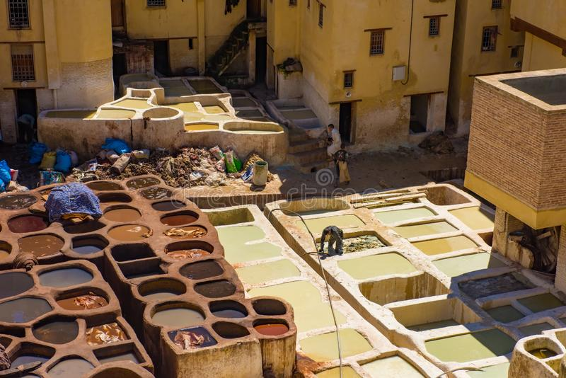 Looierijen van de Oude tanks van Fes met kleurenverf voor leer Marokko Afrika stock afbeelding