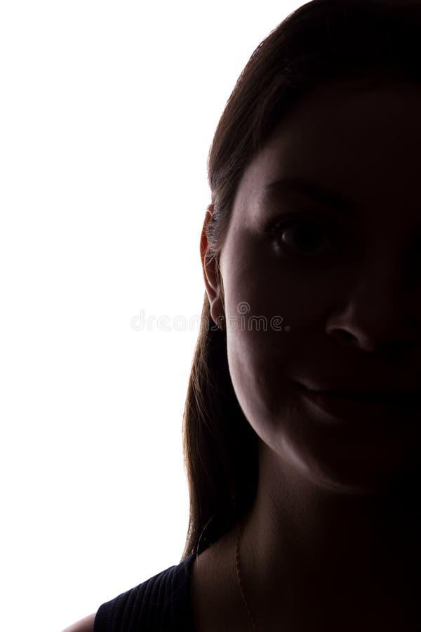 Look ahead de la mujer joven con el pelo que fluye - silueta horizontal fotos de archivo libres de regalías